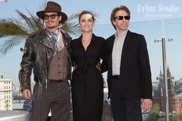 Johnny_Depp+Penelope_Cruz+Jerry_Bruckheimer-Photo_by_Kristina_Nikishina.jpg