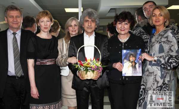 симон-осиашвили-жена-друзья.jpg
