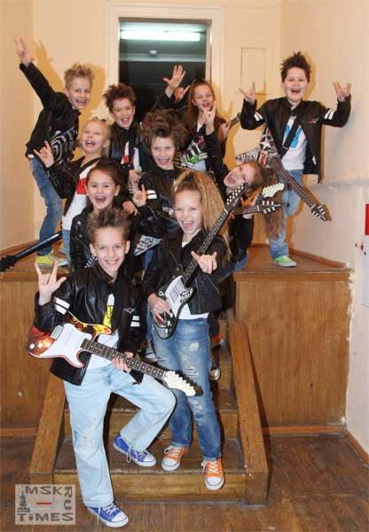 детская-шоу-группа-академики.jpg